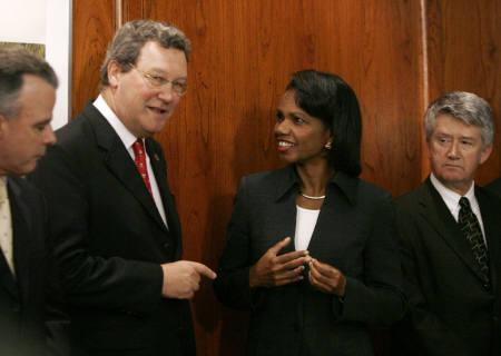 Australian Foreign Minister Alexander Downer (L) speaks with U.S. Secretary of State Condoleezza Rice during meetings between U.S. President George W. Bush and Australian Prime Minister John Howard in Sydney September 5, 2007. REUTERS/Jason Reed