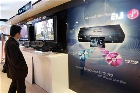 A display for the LG Super Multi Blue player in Las Vegas, January 7, 2007. LG Electronics introduced on Wednesday an updated version of the high-definition DVD player that supports both Blu-ray and HD DVD, offering a possible solution to the format war. REUTERS/Rick Wilking