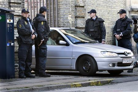 A car carrying one of four Muslim men charged with plotting a bomb attack in Denmark, leaves the Danish High Court building in Copenhagen September 5, 2007. REUTERS/Jens Norgaard Larsen/Scanpix Denmark