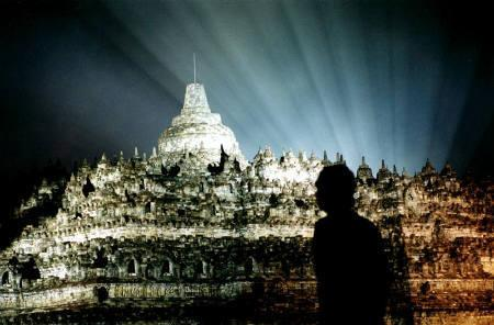 A visitor waits to usher in the New Year at the Borobudur Buddhist temple in Magelang, Central Java province in this December 31, 2003 file photo. REUTERS/Dwi Oblo
