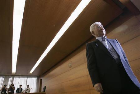9月6日、米指標に陰りが出てきたとの見方が浮上し、日銀の利上げ見送りが長期化するとの思惑も台頭。写真は福井日銀総裁。先月23日撮影(2007年 ロイター/Yuriko Nakao)