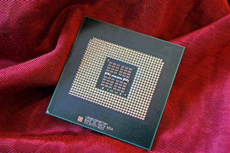 Intel Corporation's new Quad-Core Xeon 7300 series processor is displayed in San Francisco, September 5, 2007. Intel Corp on Thursday introduced high-end processors for computer servers to compete with an upcoming new product from Advanced Micro Devices Inc. REUTERS/Photo for Intel by Court Mast, Mast Photography, Inc., San Francisco/Handout