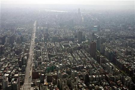 An aerial photograph shows part of Taiwan's capital Taipei, May 24, 2007. An earthquake of 6.5 magnitude rattled Taipei early on Friday, the U.S. Geological Survey and witnesses said. REUTERS/Claro Cortes IV
