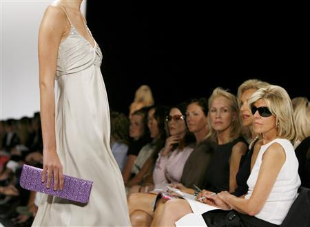 Audience members watch a model present a creation from the Badgley Mischka Spring 2008 collection during New York Fashion Week, September 6, 2007. REUTERS/Lucas Jackson