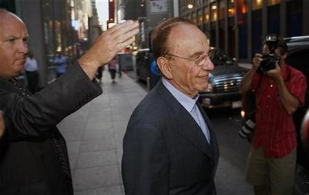 Rupert Murdoch departs the News Corporation building in New York, July 31, 2007. Murdoch, the world's most high-profile media mogul, stopped by The Wall Street Journal newsroom on Wednesday for the first time since his News Corp. sealed a 2.8 billion pounds deal to buy publisher Dow Jones & Co Inc. REUTERS/Lucas Jackson