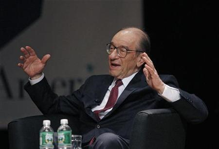 Alan Greenspan speaks at Book Expo America in New York, June 1, 2007. Greenspan criticises President George W. Bush's administration in his memoir for putting political imperatives ahead of sound economic policies, The Wall Street Journal reported on Friday. REUTERS/Eric Thayer/Penguin Press/Handout
