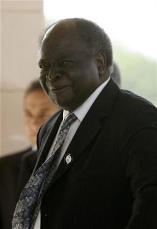 Kenya's President Mwai Kibaki arrives for the second day of the African Union summit in Accra July 2, 2007. REUTERS/Luc Gnago