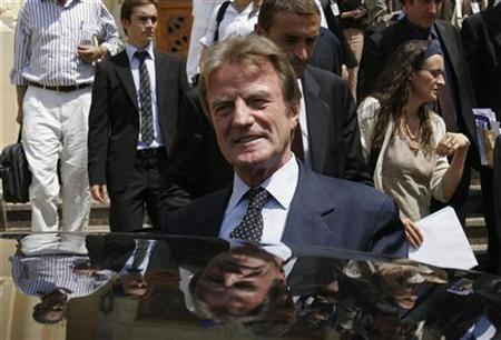French Foreign Minister Bernard Kouchner walks to a car after news conference in Cairo September 13, 2007. Kouchner said on Sunday his country had to prepare for the possibility of war against Iran over its nuclear program, but he did not believe any such action was imminent.REUTERS/Nasser Nuri