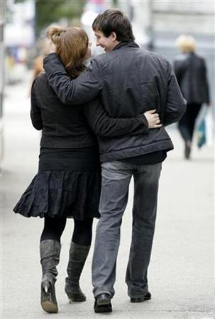 A couple walks in the centre of Ulyanovsk, about 900 km (559.2 miles) southeast of Moscow, September 12, 2007. Disbelievers in love at first sight may have to think again because new research shows it only takes half a second to decide if someone is attractive and a potential mate. REUTERS/Sergei Karpukhin