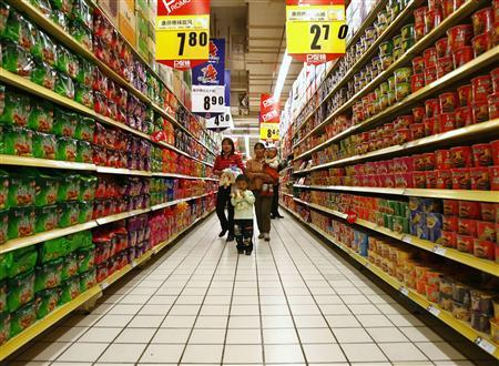 A supermarket in northeast China's Liaoning province, May 14, 2007. China went on a charm offensive on Wednesday to convince a skeptical world its products are safe, as a new poll in the United States found 78 percent of Americans were worried about the safety of Chinese goods. REUTERS/Stringer