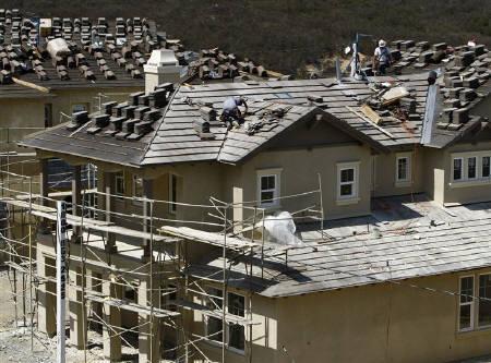 9月19日、米FRBが0.50%の大幅利下げに踏み切ったことを受け、住宅市場の冷え込みなどで傷ついた米経済を支援するため、FRBがさらなる利下げを実施するとの観測が強まっている。写真は18日、米カリフォルニア州で撮影(2007年 ロイター/Mike Blake)