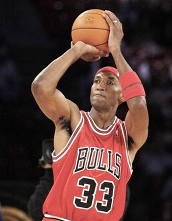 Former Chicago Bull Scottie Pippen shoots during the skills challenge event at the NBA All-Star weekend in Las Vegas February 17, 2007. Pippen is close to signing a two match deal with Finland's Torpan Pojat, the team said on Thursday. REUTERS/Lucy Nicholson