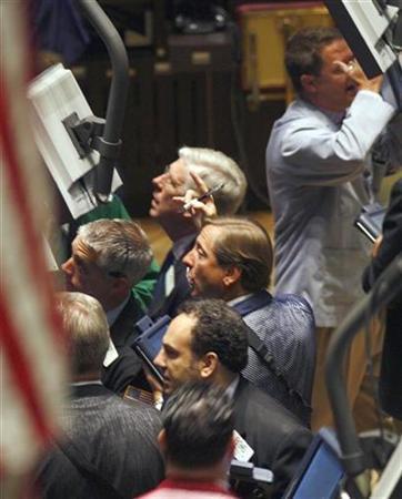 Traders work on the floor of the New York Stock Exchange, September 19, 2007. REUTERS/Brendan McDermid