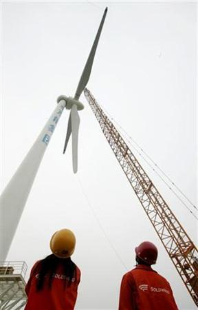 Workers look up as vanes are lift onto a windmill at Beijing's first wind farm which starts installing wind turbine generators on the outskirts of Huailai, north China's Hebei province July 23, 2007. REUTERS/Jason Lee