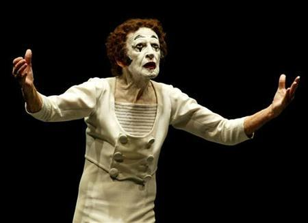 French mime artist Marcel Marceau during a 2005 performance. Marceau, the world's best-known mime artist who for decades moved audiences across the globe without uttering a single word, has died aged 84. REUTERS/Eliseo Fernandez