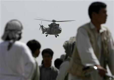 A NATO helicopter flies over in Kabul, September 21, 2007. REUTERS/Ahmad Masood