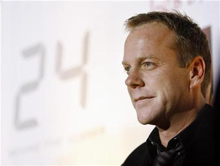 Kiefer Sutherland poses as he arrives at the party for the launch of the DVD of season five of television series '24' in Hollywood, California December 4, 2006. REUTERS/Mario Anzuoni
