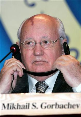 Former Soviet leader Mikhail Gorbachev participates in a joint declaration at the 2006 Summit of Nobel Peace Laureates in South Korea, June 17, 2006. Gorbachev warned Russians on Wednesday of the risk of a rebirth of Stalinism, saying their country was in danger of forgetting its tragic past. REUTERS/Lee Jae-Won