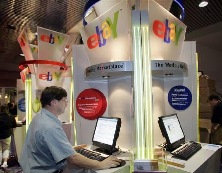 Brian Winer of Los Angeles uses an eBay kiosk to check on an item he has for sale during the Consumer Electronics Show in Las Vegas, Nevada January 6, 2006. REUTERS/Steve Marcus/Files