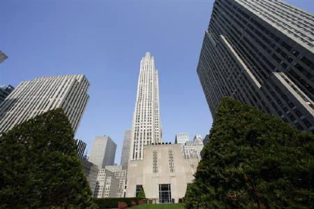 10月4日、米経済への過度の悲観論が後退し、世界的に債券を売り戻す動きが出始めているとの声が市場の一部で浮上。写真はニューヨークで8月撮影(2007年 ロイター/Gary Hershorn)