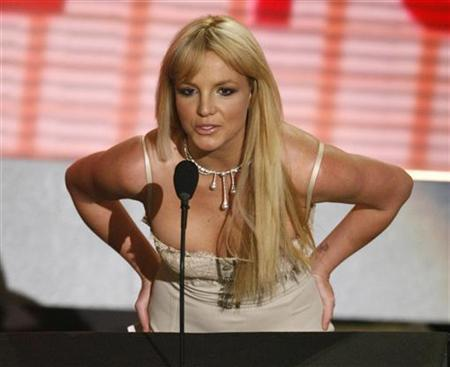 Britney Spears appears as a surprise presenter for the favourite female artist in the soul/rhythm & blues category at the 2006 American Music Awards in Los Angeles November 21, 2006. Spears' first studio album in four years will be called ''Blackout,'' her label said. REUTERS/Mario Anzuoni