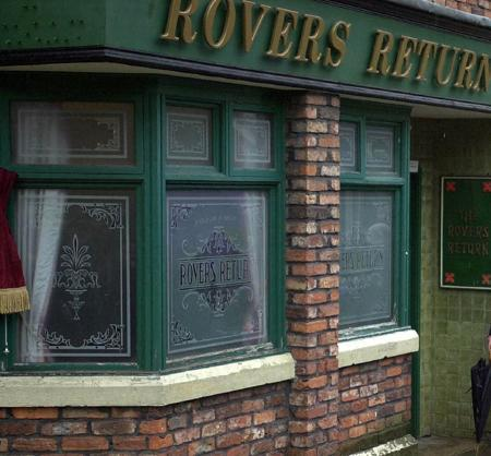 File picture shows the Rovers Return pub on the set of television soap opera Coronation Street in Manchester December 8, 2000. The wife of former ''Coronation Street'' star Ken Morley was tied up by robbers during a burglary at their home, police said on Sunday. REUTERS/John Giles/POOL