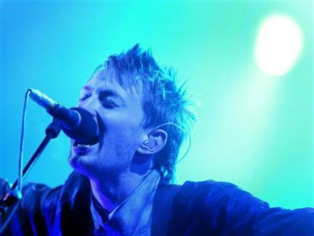Thom Yorke, lead singer of Radiohead performs at the Glastonbury Festival in Somerset, June 28, 2003. The release of Radiohead's new album next week is the latest wake-up call for a music industry still struggling to deal with the advent of digital music, experts say. . REUTERS/Toby Melville