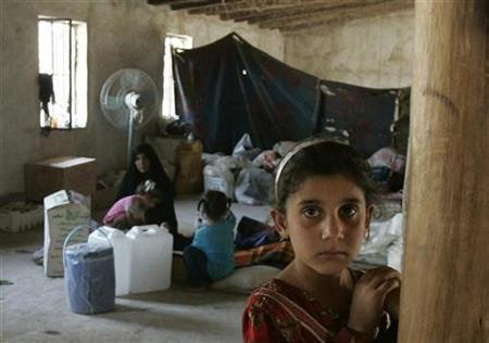 Shi'ite refugees stay in a makeshift evacuation camp in the outskirts of Baghdad October 8, 2007. REUTERS/Mahmoud Raouf Mahmoud