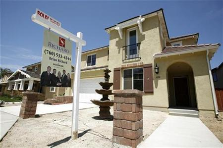 A newly sold home at a new housing subdivision is seen in San Marcos, California August 20, 2007. The U.S. subprime housing crisis will not peak until 2009, rating agency Standard and Poor's said on Tuesday, adding it had underestimated the extent of fraud in the industry. REUTERS/Mike Blake