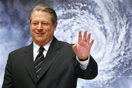 Former Vice President Al Gore waves to the media at the Japanese premiere of his documentary film ''An Inconvenient Truth'' in Tokyo in this January 15, 2007 file picture. Gore and the U.N. climate panel won the 2007 Nobel Peace Prize on October 12, 2007, for raising awareness of the risks of climate change. REUTERS/Kiyoshi Ota/File