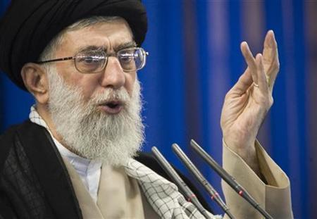 Iran's supreme leader Ayatollah Ali Khamenei speaks during Friday prayers in Tehran September 14, 2007. Ayatollah Ali Khamenei urged Muslim countries on Saturday to boycott a U.S.-sponsored international peace conference on Palestinian statehood next month.REUTERS/Morteza Nikoubazl