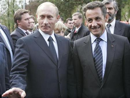 Russian President Vladimir Putin (L) and French President Nicolas Sarkozy attend the unveiling ceremony of a monument commemorating the French Word War Two Normandie-Niemen fighter squadron at Lefortovo Park in Moscow October 10, 2007. Russian President Vladimir Putin will show his preference for dialogue with Iran when he visits Tehran on Tuesday, amid calls from the West for stronger pressure on Iran to curb suspected plans for a nuclear bomb. REUTERS/Alexander Natruskin