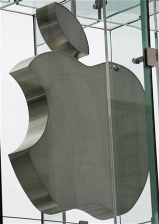 The Apple logo hangs at the entrance to the Apple store on New York's 5th Avenue June 29, 2007. Apple Inc said on Tuesday it started receiving orders for its new operating system called Leopard, which will go on sale on October 26 and cost $129 for a single user license. REUTERS/Mike Segar