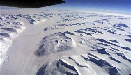A aerial view of Antarctica February 7, 2002. The government plans to submit a claim to the United Nations to extend its Antarctic territory by a million square kilometres, the foreign office said on Wednesday. REUTERS/Pool/Mark Baker
