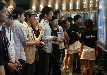 Visitors play on Sony's PlayStation 3 game console at the company's display at the Tokyo Game Show in Chiba, east of Tokyo September 20, 2007. Sony will launch a cheaper model of its PlayStation 3 in the United States, hoping to attract more buyers as it goes up against rival game consoles from Microsoft and Nintendo this holiday. REUTERS/Issei Kato