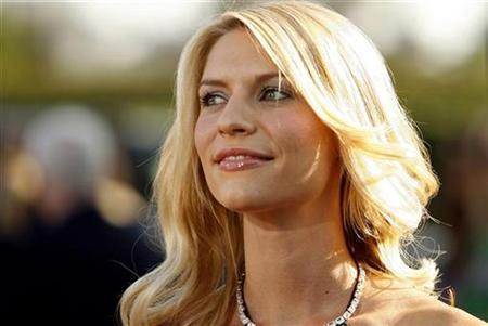 File photo shows Claire Danes at the premiere of ''Stardust'' at Paramount studios in Hollywood, California July 29, 2007. Danes's Broadway debut as Eliza Doolittle in ''Pygmalion'' has received mixed reviews. REUTERS/Mario Anzuoni