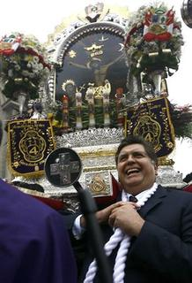 Peru's President Alan Garcia pay homage to Peru's most revered Catholic religious icon, ''The Lord of the Miracles'' during a procession through central Lima October 18, 2007. Peru shut down for business on Sunday for a controversial census after Garcia ordered everyone in the country to stay home for 10 hours. REUTERS/Government Palace/Handout