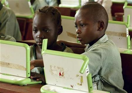 Nigerian pupils work on computers at the LEA primary school in Abuja, in this May 30, 2007 picture. The non-profit group developing a low-cost laptop for poor children said that a production delay would cause a shortage of computers available in the United States and Canada as part of a holiday giving program. Reuters/Afolabi Sotunde