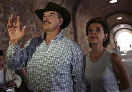 In this file photo former Mexican President Vicente Fox (L) and his wife Marta Sahagun give the media a tour of the Centro Fox, a presidential library under construction in San Fransisco del Rincon, in the state of Guanajuato, May 25, 2007. REUTERS/Jennifer Szymaszek