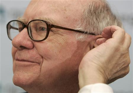 Berkshire Hathaway Inc's Warren Buffett touches his earlobe as he listens to a reporter's question at a news conference during his visit of TaeguTec in Daegu, southeast of Seoul, October 25, 2007. REUTERS/Jo Yong-Hak