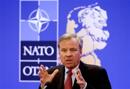 Nato Secretary General Jaap de Hoop Scheffer addresses the media during a NATO defence ministers meeting in Noordwijk October 25, 2007. REUTERS/Toussaint Kluiters (NETHERLANDS)