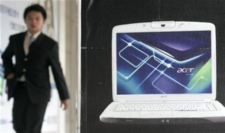 A man walks by an Acer advertisement in Taiwan, October 25, 2007. Taiwan's top computer vendor battling China's Lenovo for the title of the world's third-largest PC maker, posted a better-than-expected 58 percent rise in quarterly profit thanks to strong laptop demand from emerging and mature markets. REUTERS/Pichi Chuang