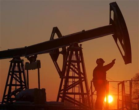 An oil derrick in a file photo. Oil fell more than a dollar on Tuesday, as profit-taking pulled the market down from record highs that were fuelled by a Mexican supply shut-down and a weak dollar. REUTERS/File