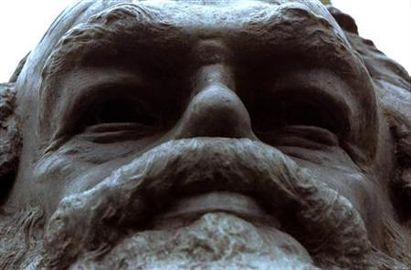 A monument to Karl Marx standing above his remains at the Highgate Cemetary in North London is shown in this February 24, 1998 file photo. Marx, who complained of excruciating boils, actually suffered from a chronic skin disease with known psychological effects that may well have influenced his writings, a British expert said on Tuesday. REUTERS/Michael Crabtree