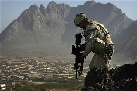 A Canadian soldier from the NATO-led coalition above Ma'sum Ghar base in Kandahar province, southern Afghanistan, October 30, 2007. REUTERS/Finbarr O'Reilly