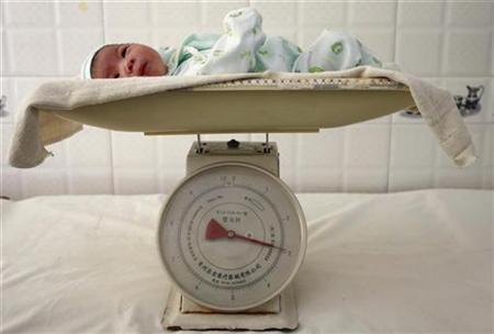 A newborn baby is put on a scale at a hospital in Suining, southwest China's Sichuan province September, 14, 2007. Compared with vaginal deliveries, cesarean deliveries have twice the risk of complications and deaths of both infants and mothers when the fetus is in the normal, head-down position, according to findings from a study conducted in Latin America. REUTERS/Stringer