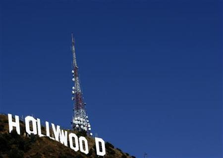 The Hollywood sign is shown on a hot fall day in Hollywood, California October 22, 2006. With Hollywood braced for the possibility of an imminent strike, screenwriters and studio bosses met on Wednesday for one last bargaining session before the midnight expiration of their current contract. REUTERS/Lucy Nicholson