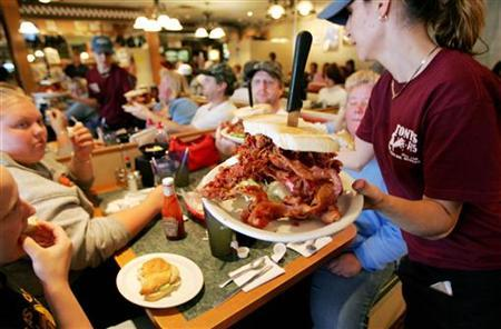 Waitress Jeanine White serves diners at Tony's I-75 Restaurant in Birch Run, Michigan, October 15, 2006. Growth in the service sector exceeded expectations in October, according to a report released on Monday. REUTERS/Molly Riley