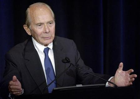 Former American International Group Inc. chief executive Maurice ''Hank'' Greenberg lobbied for renewal of the U.S. Terrorism Risk Insurance Act in a speech at a conference in New York, August 31, 2005. Analysts were skeptical on Monday about Greenberg's ability to engineer a buyout or break-up of AIG, despite his 12 percent stake in the world's largest insurer. REUTERS/Chip East