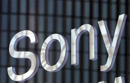 Sony Corp's nameboard is seen at its showroom in Tokyo October 26, 2006. Sony said it plans to launch a lighter version of its PlayStation 2 game console later this month, in a bid to drive sales of the seven-year-old machine heading into the crucial holiday season. REUTERS/Toshiyuki Aizawa